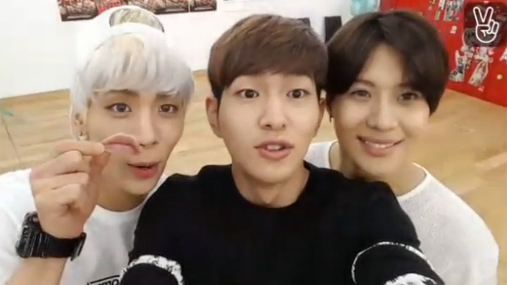[WITH] SHINee - Dance practice room