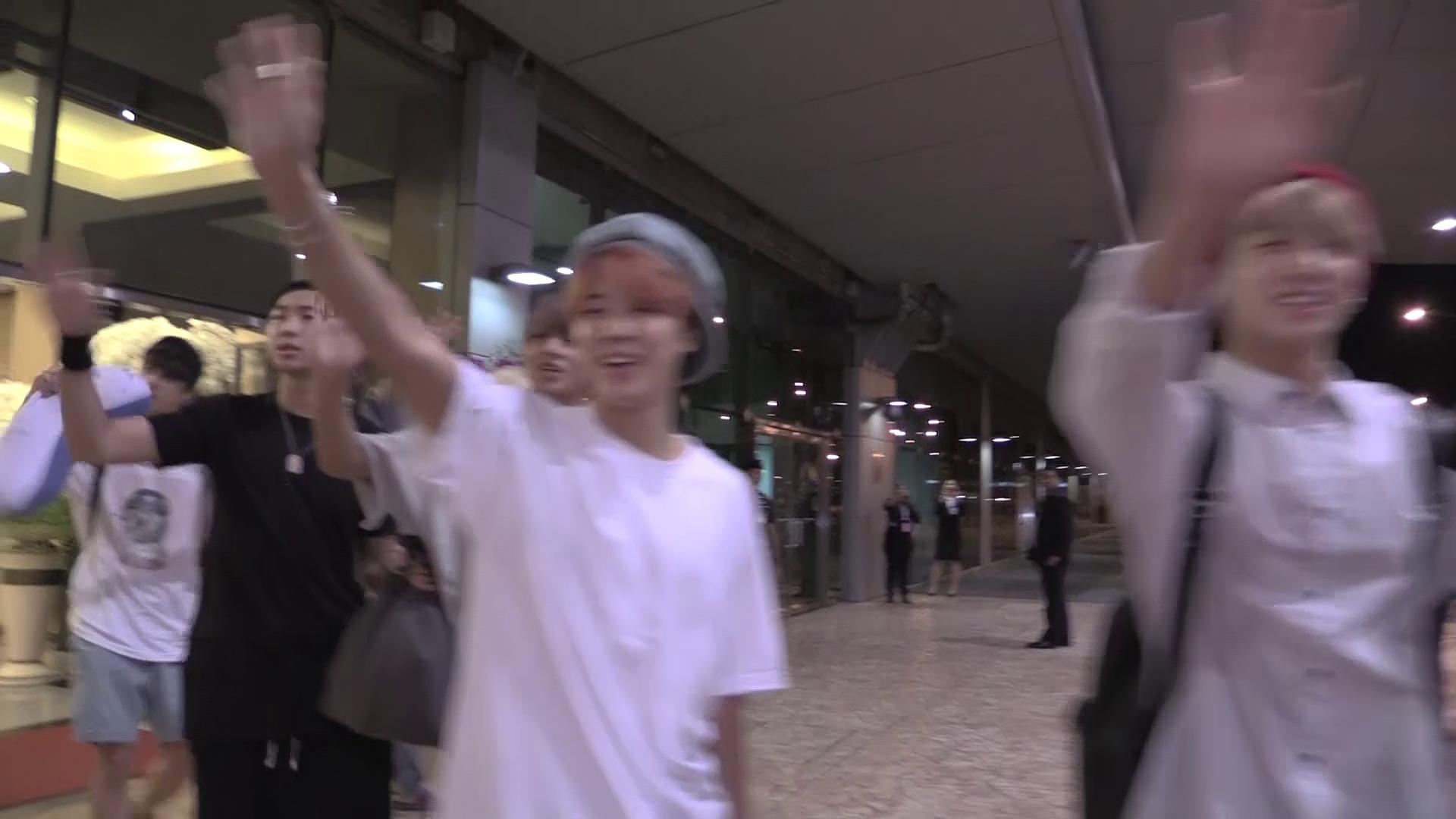 [Vehind] BTS in Thailand with V! - DAY 1