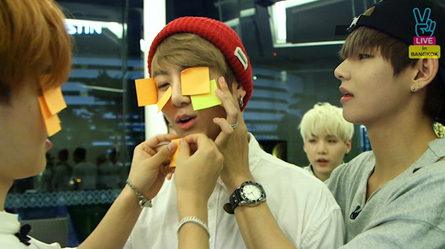{Short Clip} RUN BTS Live in Thailand - POST IT GAME