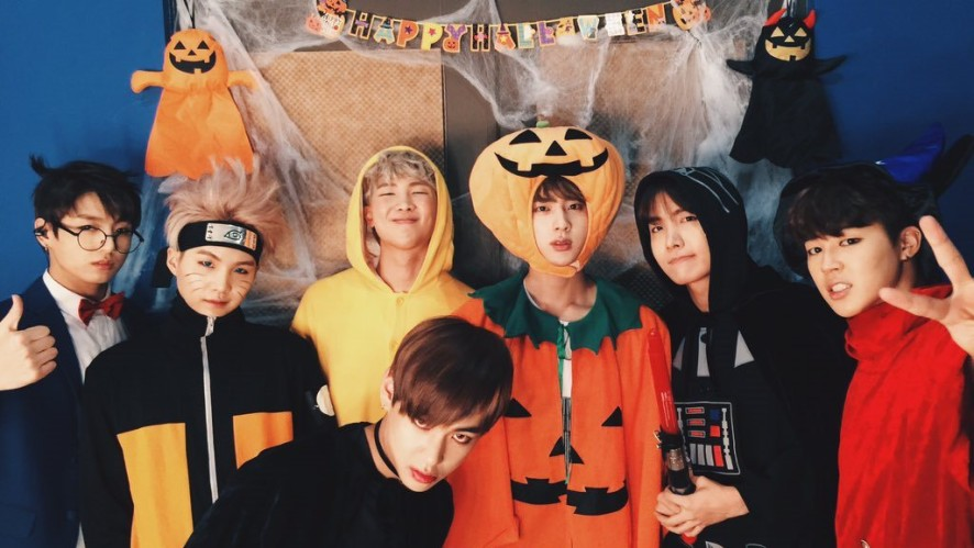 V LIVE - Halloween Party with BTS