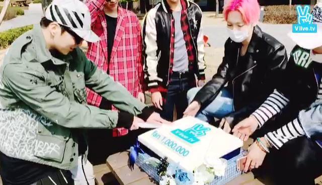 위너 팔로워 100만 돌파!!! 감사합니다 사랑해요V앱
