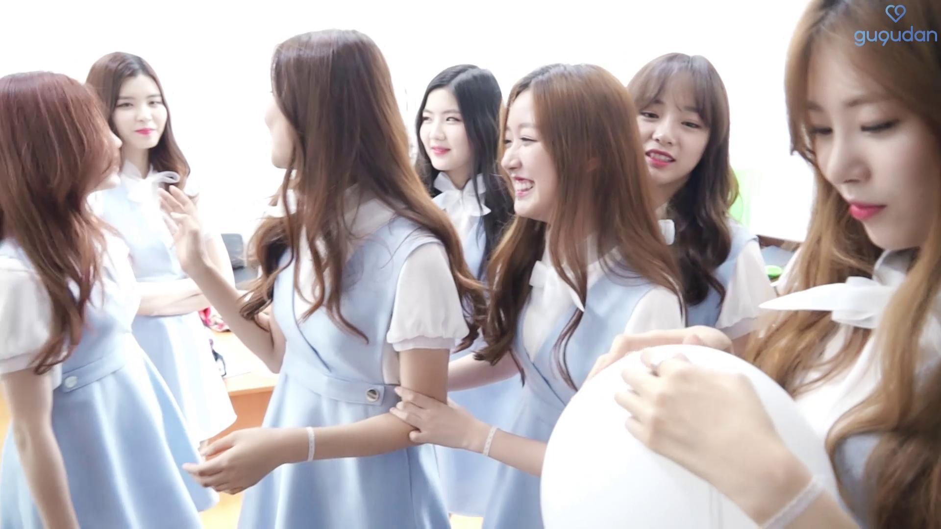 gugudan(구구단) - gugudan's fun playing with balloon