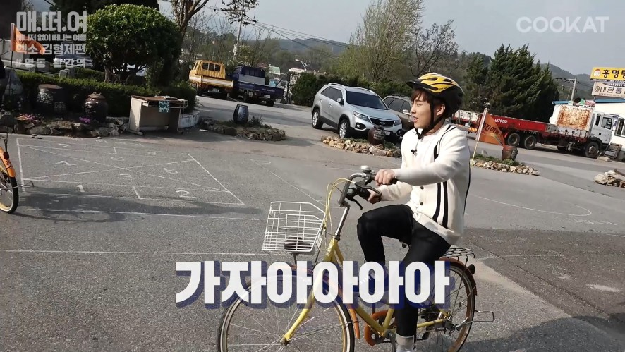 "[매떠여 EXO] 엑소 ""김형제"" riding a bike with freaking cute yellow helme 본편 #7"