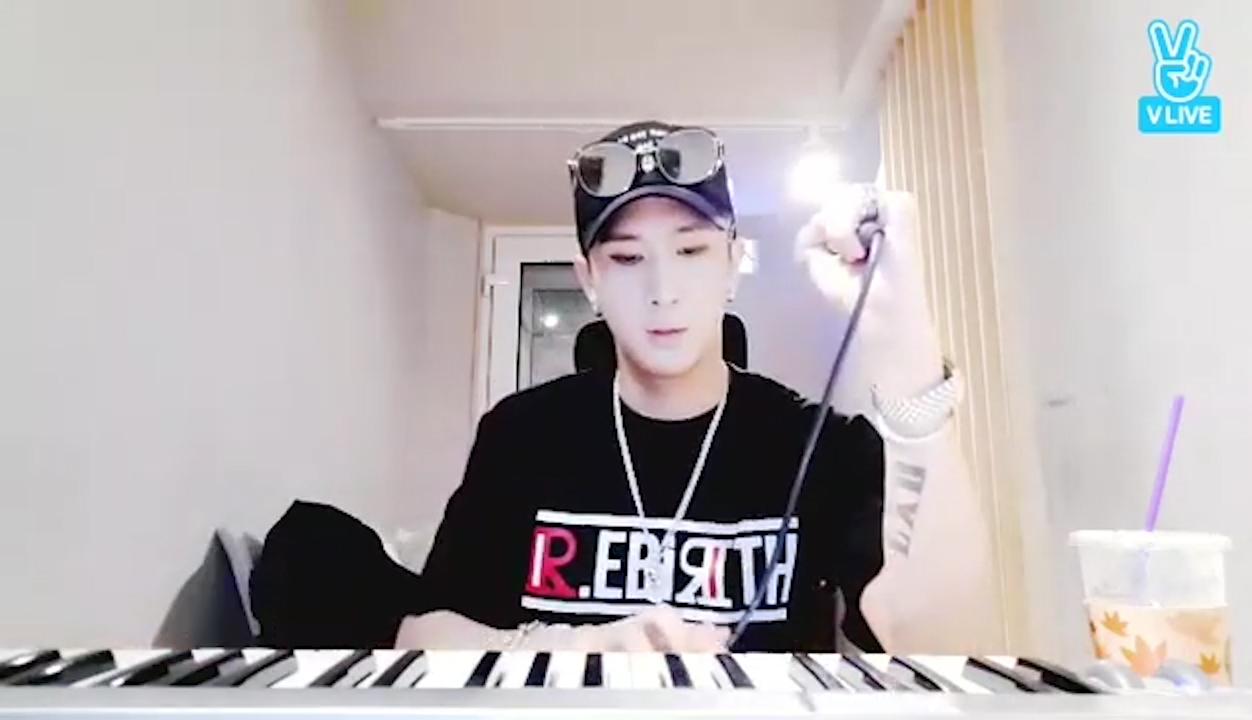 [VIXX] 일하는 김원식의 섹시함🎹🎤  (Ravi making a beat)