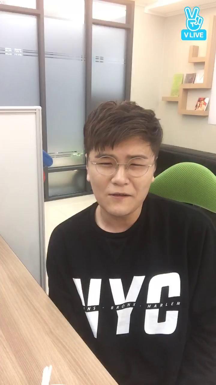 [신용재] 포맨 데뷔 8주년 기념, 신용재 깜짝 라이브 :)