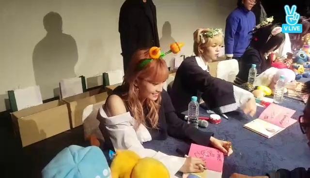TWICE TT 1st 팬싸인회 현장