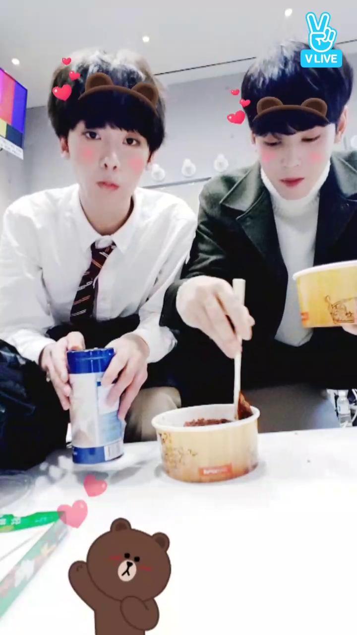 아스트로 우산 먹방♡♡♡