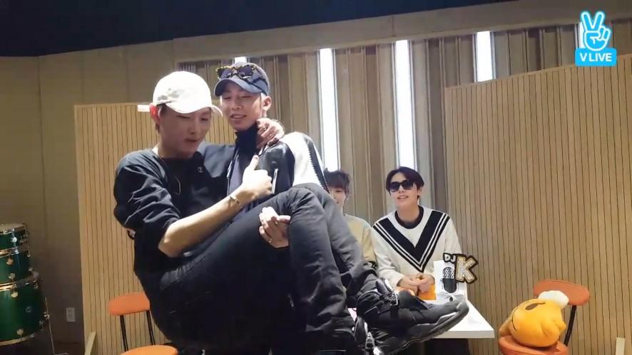 [SF9] 거친 휘영과 불안한 쭈오와 그걸 지켜보는 인재찬(Hwiyoung trying to lift Zuho up)
