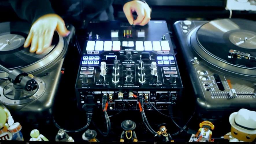 DJ Juice (디제이 쥬스) -  Resurrection [Live Performance]
