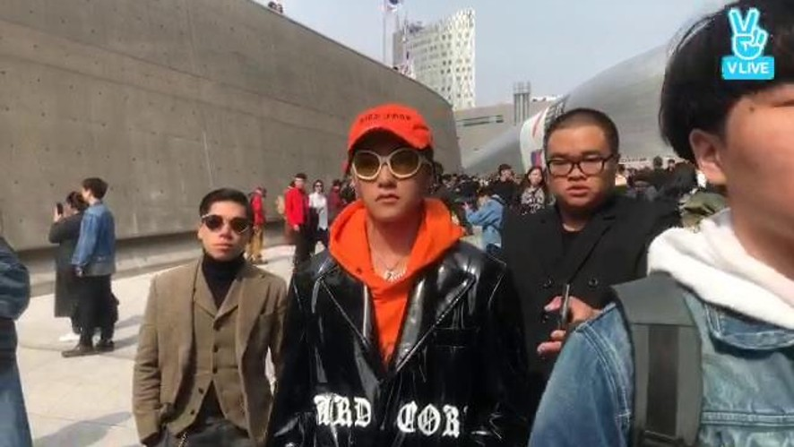 Son Tung M-TP in Seoul Fashion Week now!!