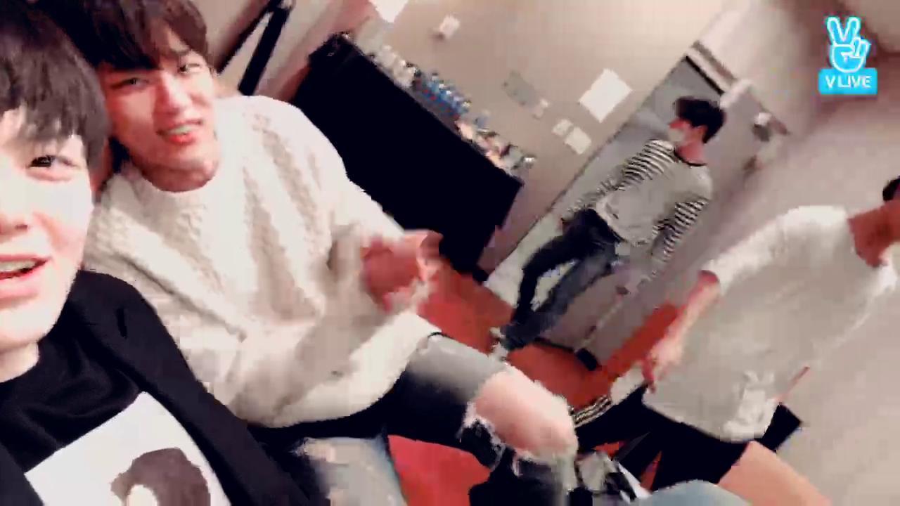투어 첫 공연 끝!