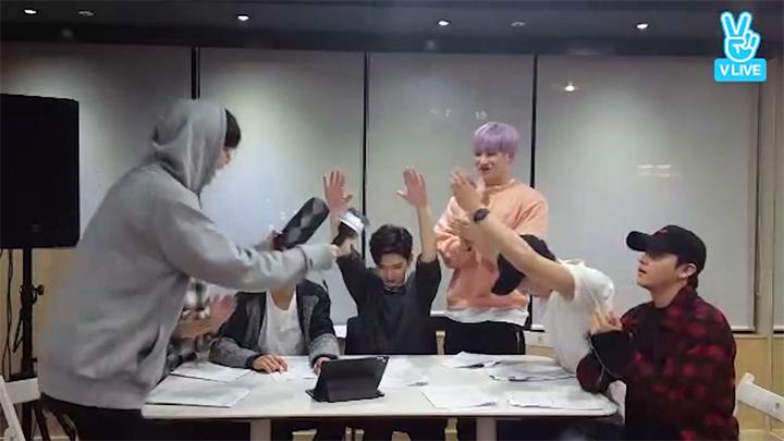 [MONSTA X] 몬엑이들의 응원봉 이름 정하기☄️ (MONSTA X's new cheering stick)