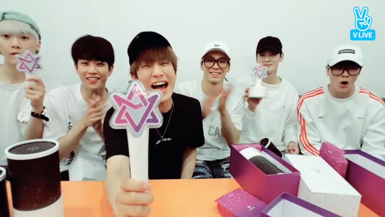 [ASTRO] 행복스트로 별둥이들의 500일 기념 응원봉 이름지어봉💜 (ASTRO naming cheer sticks)