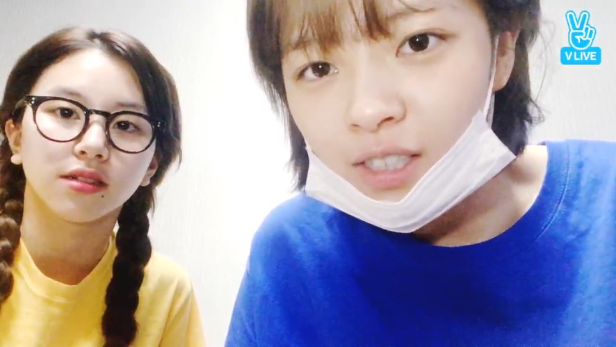 [TWICE] 정챙의 이제는 말할 수 있다(?) (JeongYeon&ChaeYoung talking about when they were trainee)