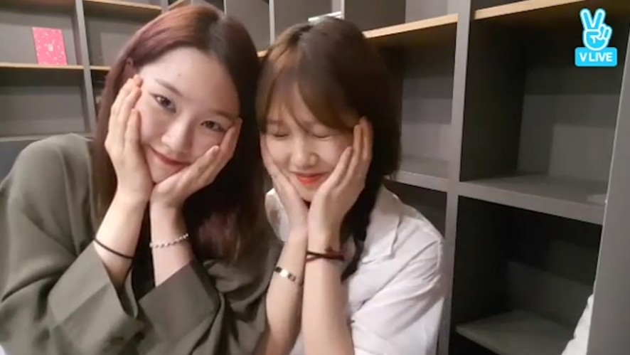 [OH MY GIRL] 밈죠 넘 귀엽단말이다!🤣 (Mimi&Jiho's night talkshow)