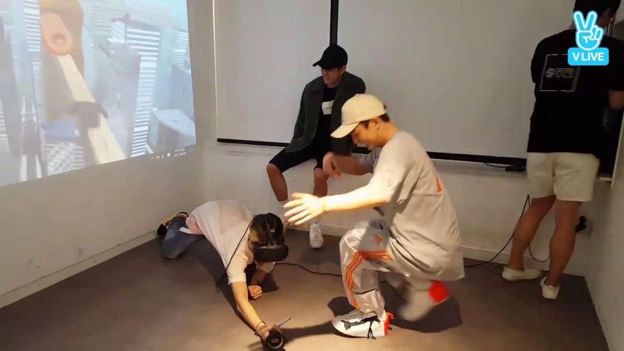 [iKON] 🍩맘빈이와 지워니의 우당탕탕 도너츠줍기🍩 (iKON playing VR games)