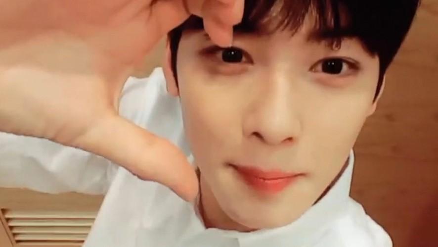 [ASTRO] 차큐브 좋아좋아좋아 아주좋아~💜 (Eunwoo solving a cube)