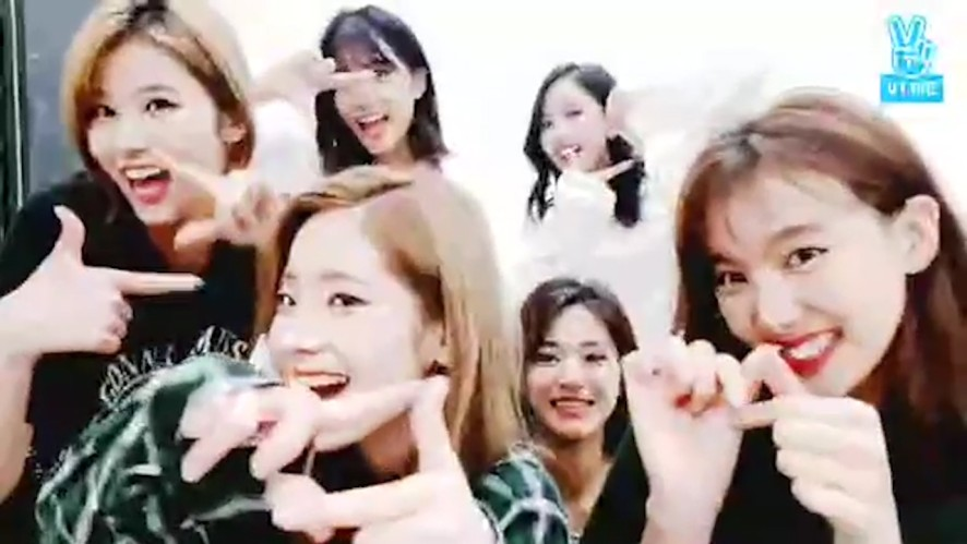 [TWICE] 트둥이들 내 마음속에 저장~💗 (TWICE being extremely excited)