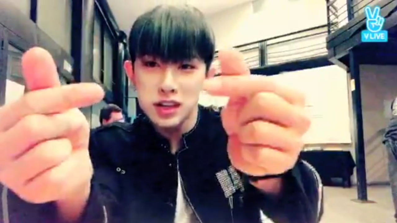 [MONSTA X] 현실 브이앱댓글을 만난 워노📢 (WONHO listening to  fans' cheers)