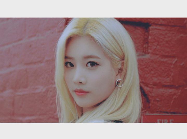 """이달의 소녀 오드아이써클 (LOONA/ODD EYE CIRCLE) """"Girl Front"""" M/V"""