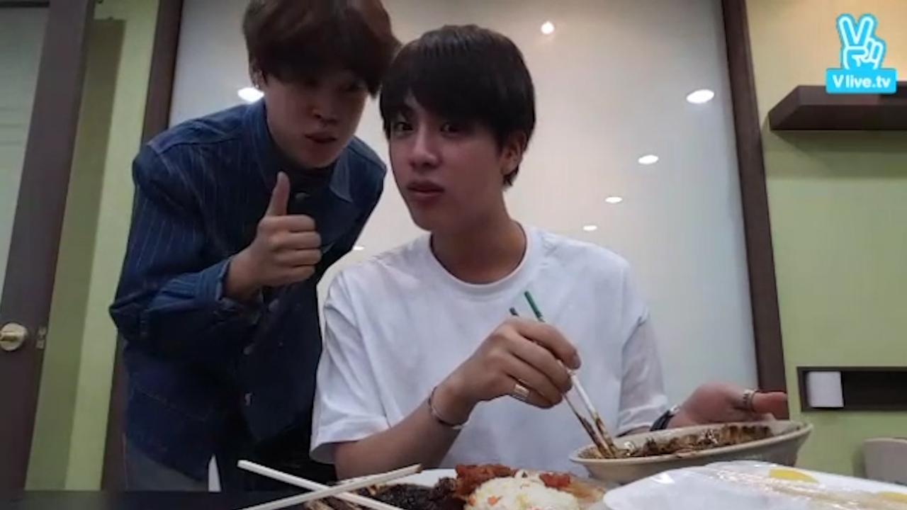 [2년 전 오늘의  BTS] 🍴2년 전 잇진의 첫 라이브🍴(feat.만다꼬즈) (EatJin's first V live 2 yaers ago)