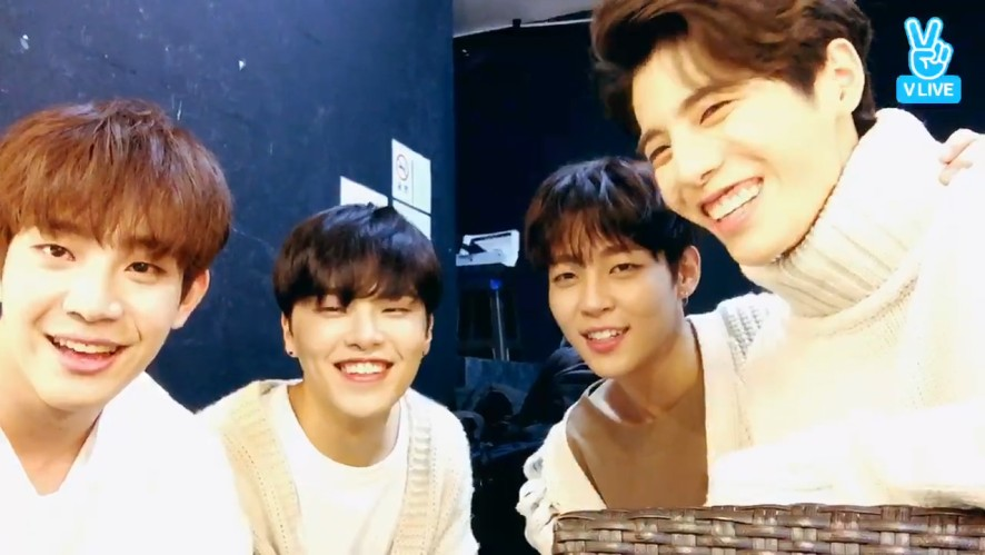 [The Rose] 🌹더로즈🌹큐티빠띠뽀띠하다 인정? 어~ㅇㅈ(The Rose's V before the showcase)