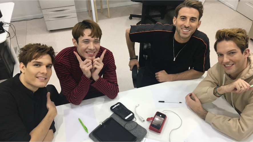 EXP EDITION   Studying for their Korean Test! 한국어 시험 공부중!