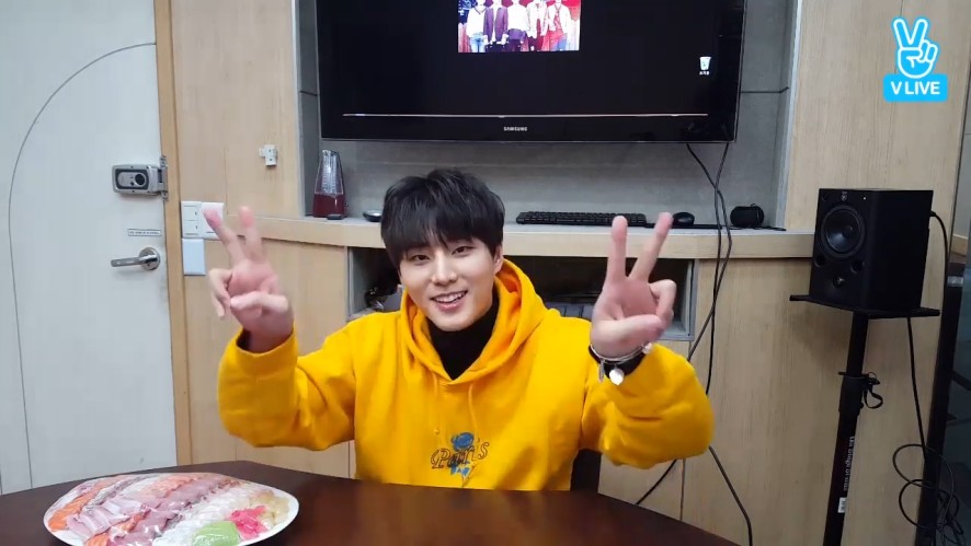 [DAY6] 데이식스 Young.K를 보는 강영현(25/학식케이) (Young.K watching DAY6's video)