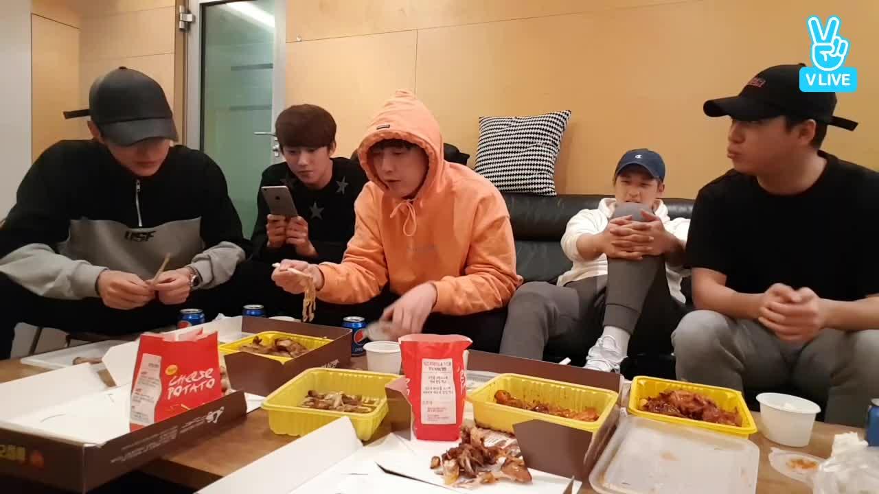 B1A4 치킨 먹방
