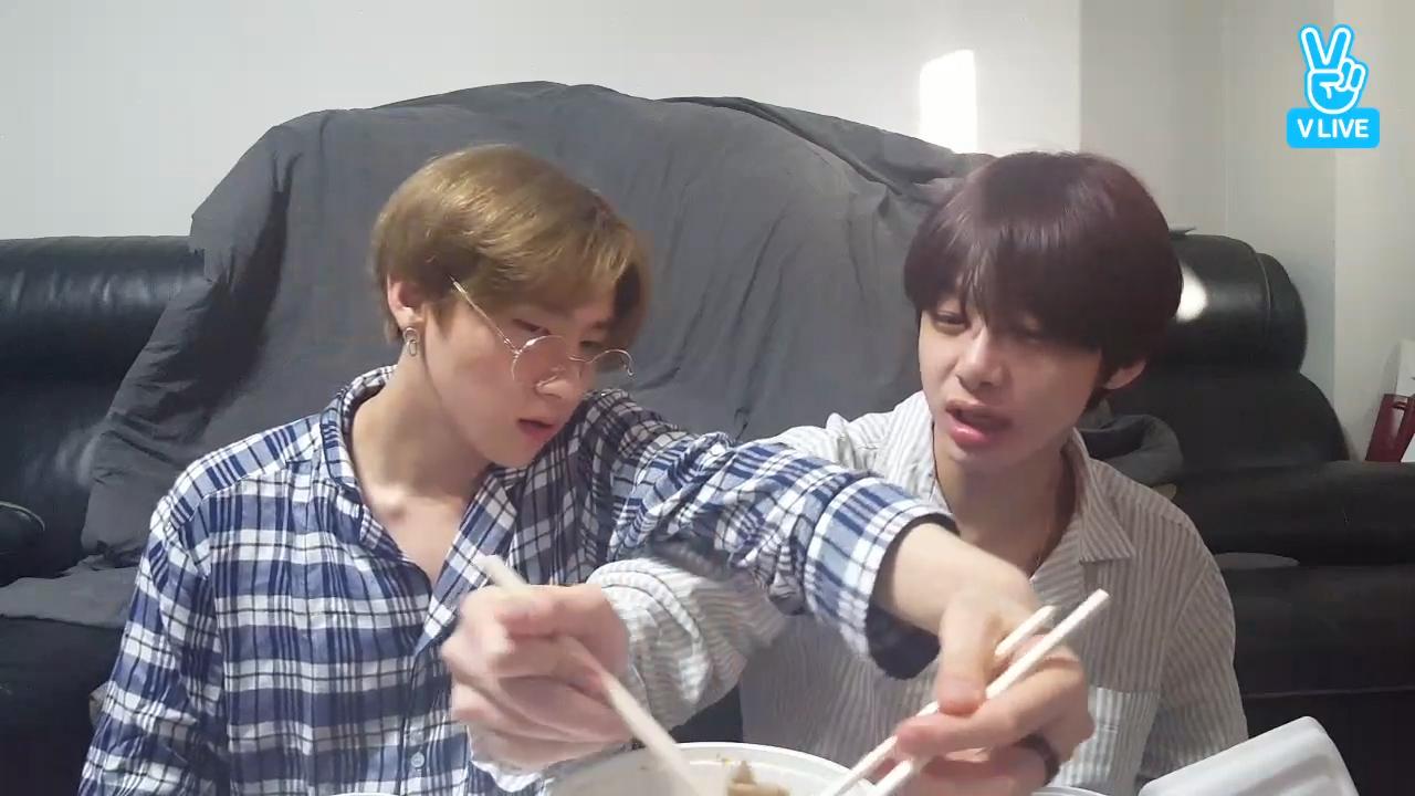 [MONSTA X] 🐸 🐺의 우당탕탕 배달음식 시켜먹기🛵 (HYUNGWON&I.M's eating show)