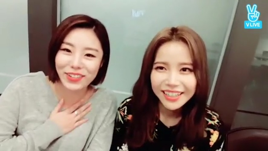 [MAMAMOO] 에인절의_인이어의_중요성을_깨달은_썰.vlive (Solar&Whee In talking about in-ears story)