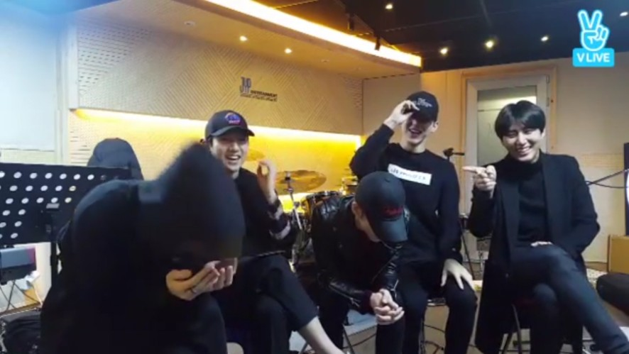 [DAY6] 끝말잇기하는 데식 좋은걸 뭐 렇떻게,,, 😂 (DAY6 playing game with spoiler)