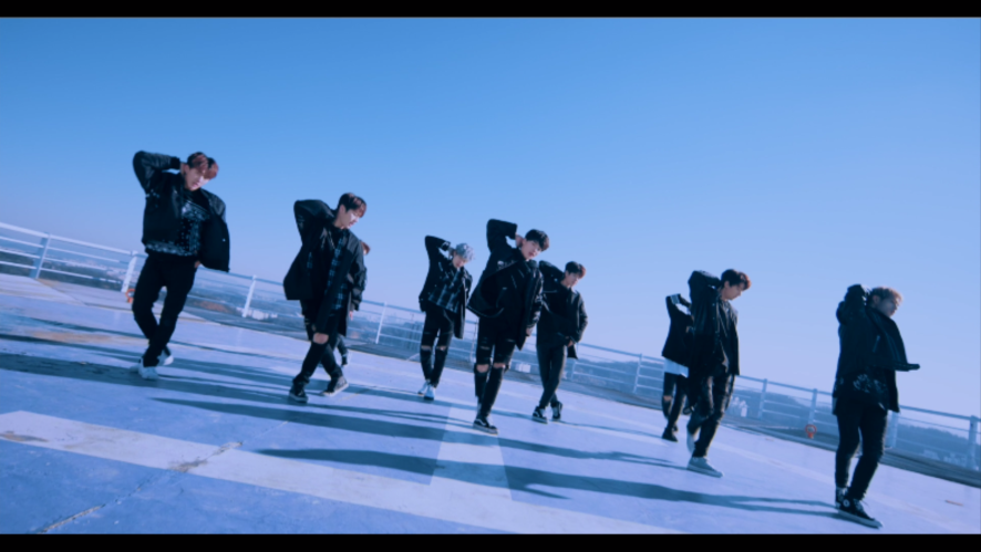 "Stray Kids(스트레이 키즈) ""어린 날개"" Performance Video"