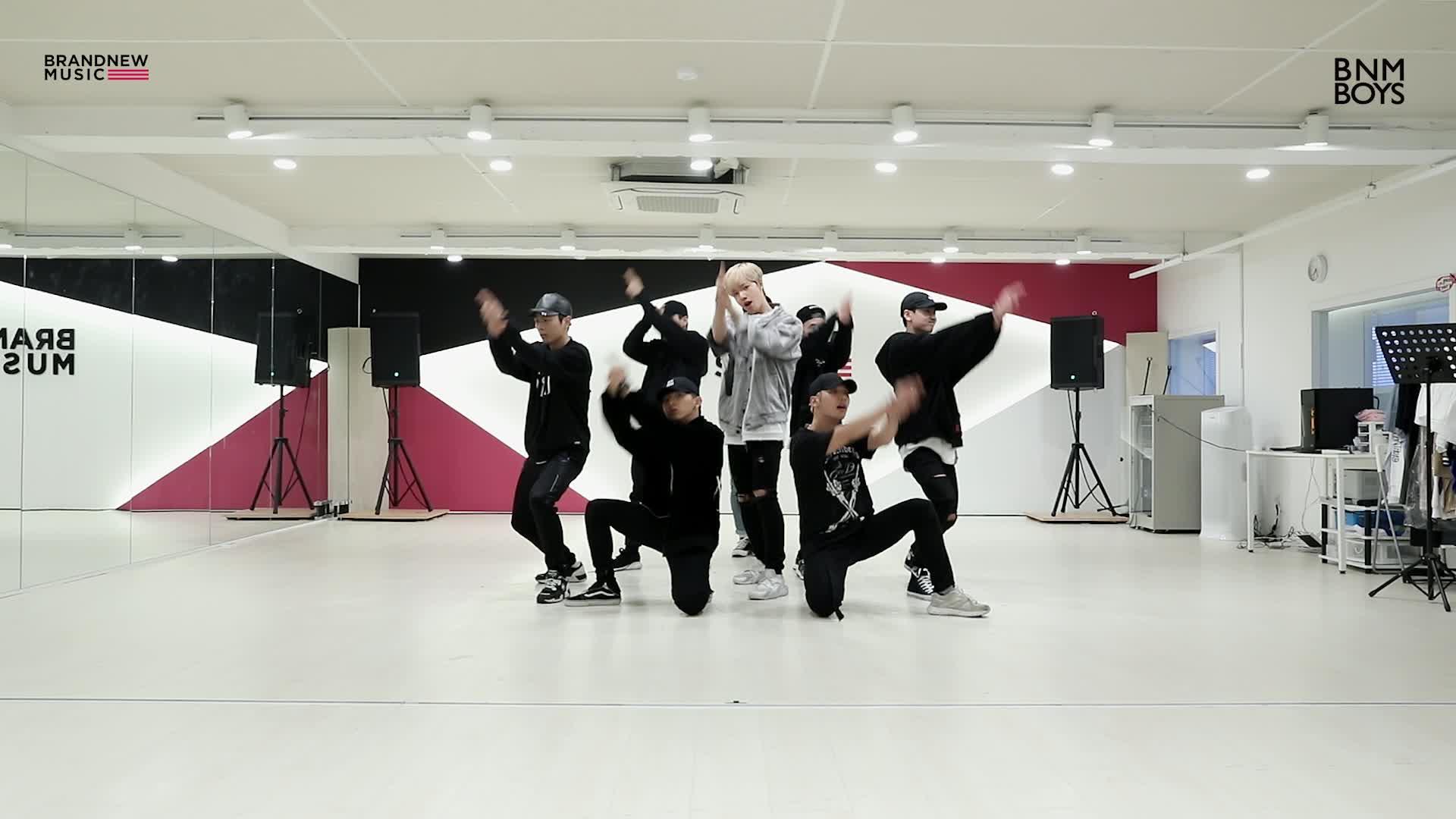 MXM (BRANDNEWBOYS) – '다이아몬드걸' Dance Practice