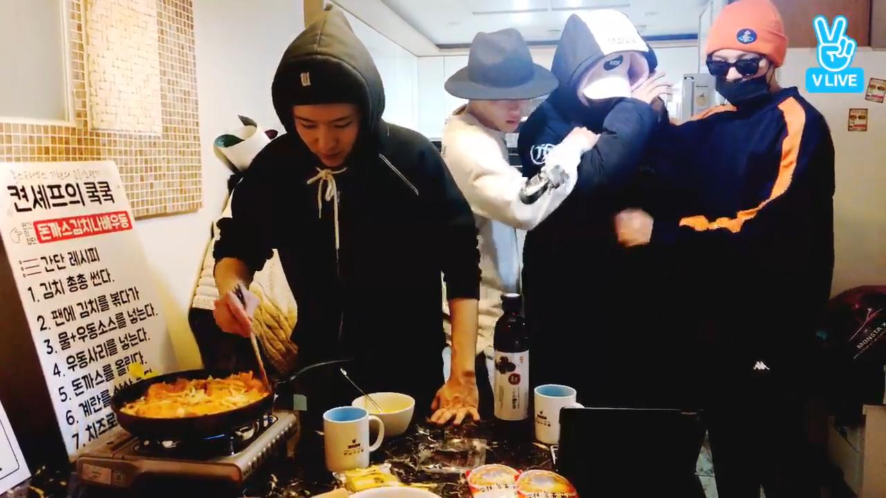 [1년 전 오늘의 MONSTA X] 켠솊과 갓름다워 스포단의 우당탕탕 쿸쿸🥘(Kihyun's cooking and a spoiler)