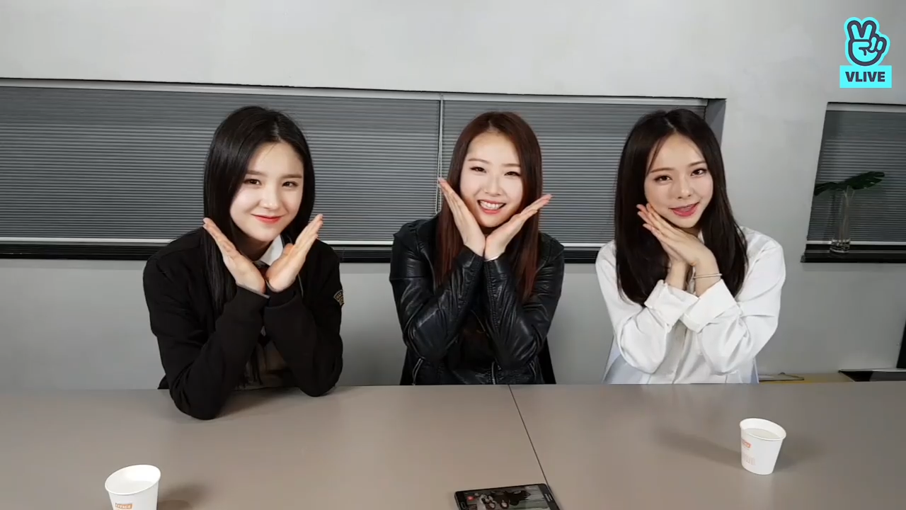 [LOONA] 이달소 1/3이랑 황아라 데뷔 1주년을 추카해🎉 (LOOΠΔ 1/3 and ViVi's 1st anniversary)