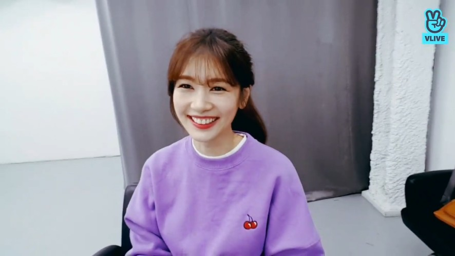 [정소민] 쏨블리의 브이앱으로 전세계투어하기✌️ (Jung So Min saying hello to her international fans)