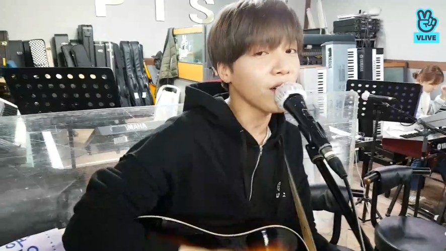[Jeong Sewoon] 훈훈한 합주실 위의 포뇨🎸🎶 (Sewoon in the  band room)