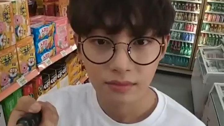 [김용국] (한강에 간)용국이는 귀엽습니다 -용국- (So cute Longguo)