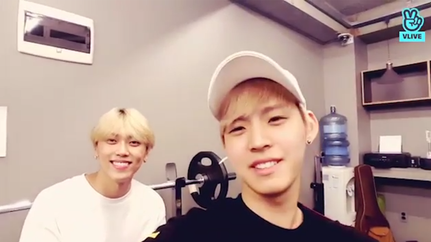 [ONF] 효지니와 규니의 꿀보이스 알아볼 수 있도록~🎶(Hyojin and MK exercising and singing)