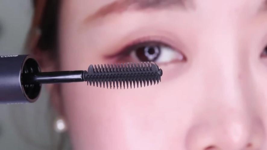 [1분팁] 마스카라하는법 : 전vs후 다른눈 속눈썹빗 사용하기 Drastic Mascara Effects with a Comb