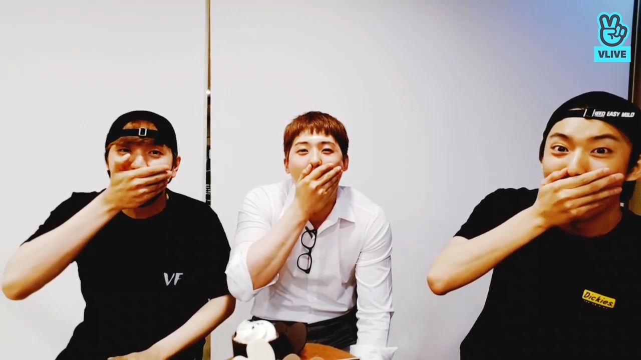 [B1A4] 따스한 신우와 검은 사나이들과 작은 달팽이..🐌 (Happy CNU Day)