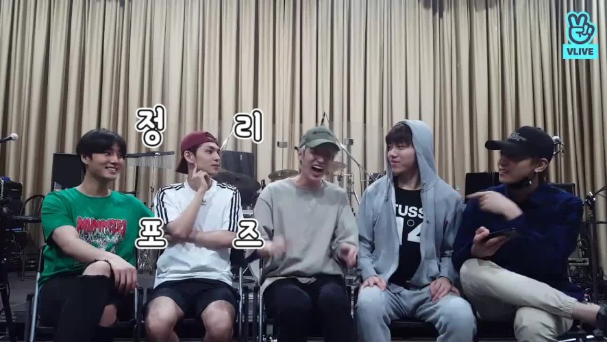[DAY6] 스포식스..너네만 알거면 날 쏘고가라..🔫 (DAY6 giving spoiler of their concert)