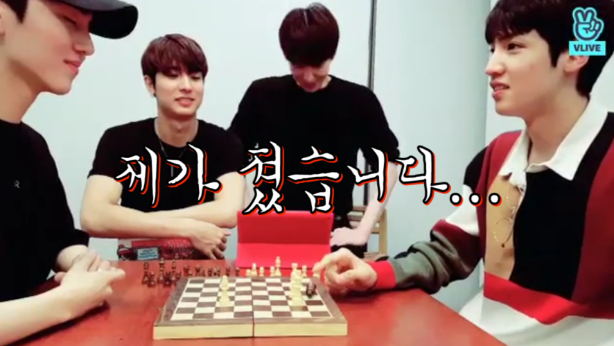 [PENTAGON] 눈물없인 볼 수 없는 강키노와 우서기의 체스게임,, (Kino&Wooseok playing chess game)
