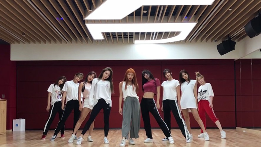 "TWICE(트와이스) ""Dance The Night Away"" Dance Video (NEW JYP Practice Room Ver.)"