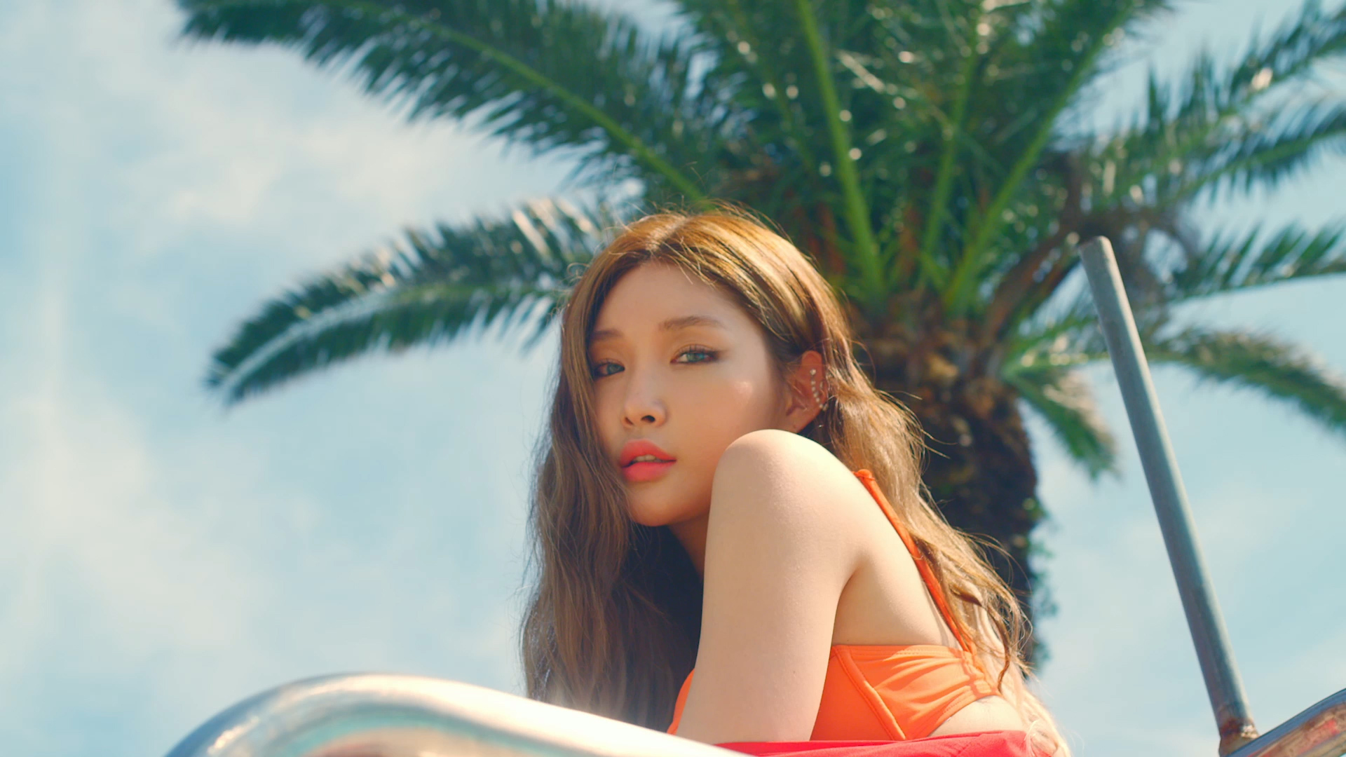 "CHUNGHA ""Love U"" Music Video"