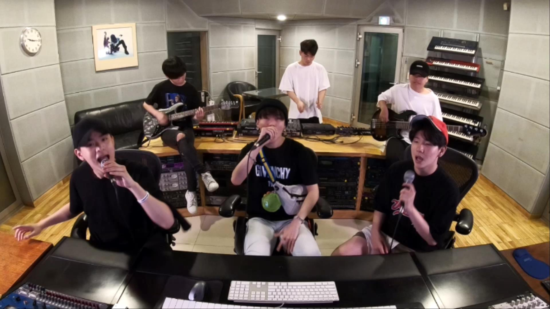 TheEastLight.(더 이스트라이트) - 자존감 치트기 송 메들리 (Self-esteem Cheat Key Kpop Medley)