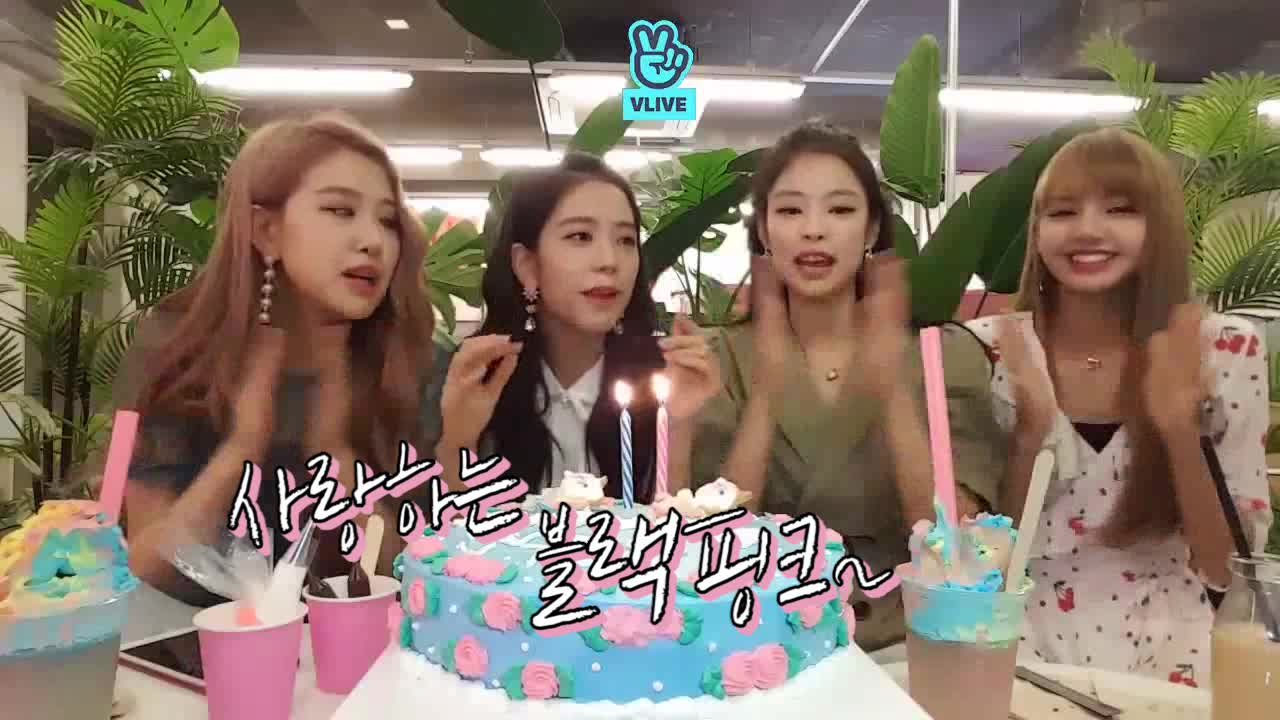 [BLACKPINK] 젠츄리챙 2주년 축하해☁️🖤 (BLACKPINK decorating 2nd anniversay cake)