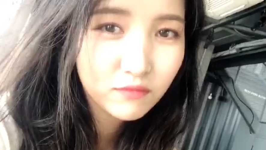 [GFRIEND] 버디들의 마음을 훔친 대역죄인 완예 김소정🍎 (Sowon tieing her hair up)