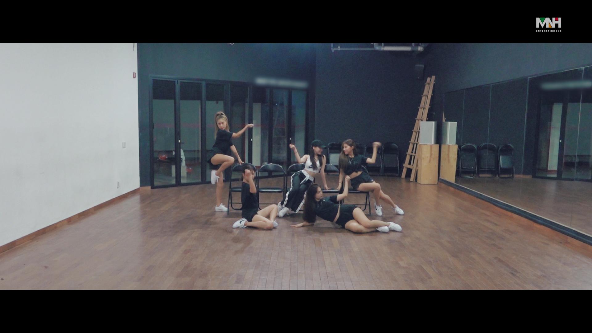 """청하(CHUNG HA) - """"Love U"""" 안무 영상 (Dance Practice)"""